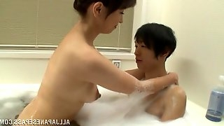 Bathing with a stunning Asian chick, who loves handjob