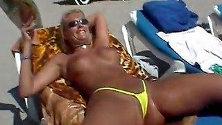 Bikini Dare In Calpe belle fighe in perizoma porno xxx