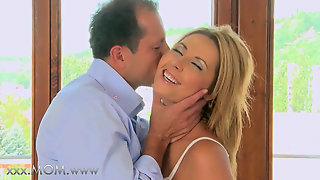 HOUSEWIFE big-titted mom gets cream-pied