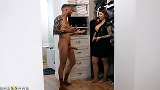 Tattooed guy with a long dick gets lucky and fucks curvy Ivy Lebelle
