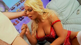 Honcho blonde MILF Tammie Jo gives a blowjob and gets fucked