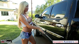 Car washing girl Tasha Reign is fucked right indestructible in along to trunk